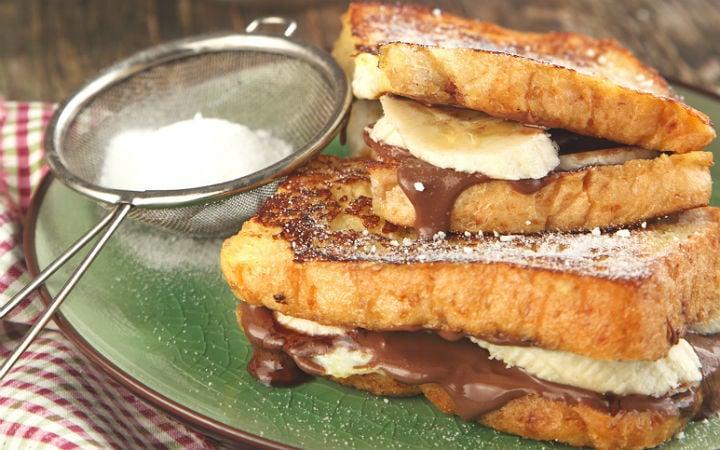 Sandwich de pain perdu au nutella et banane