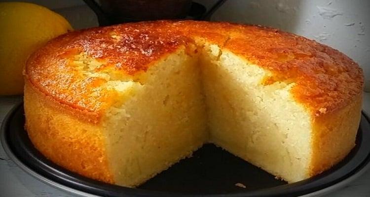 Gâteau au lait et à la semoule ultra moelleux parfumé à la vanille ...