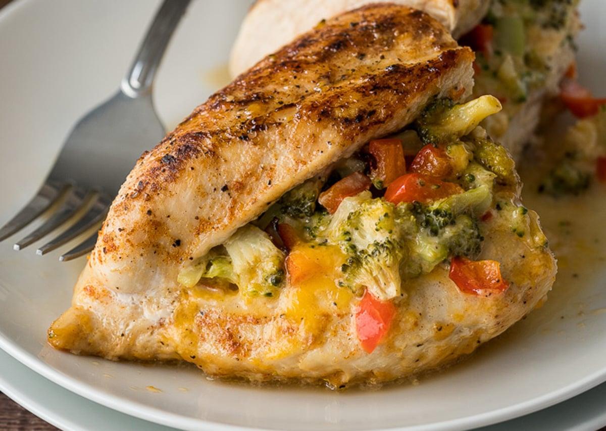 Poitrine de poulet farci aux légumes et fromage